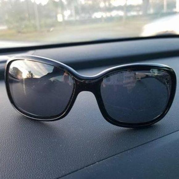 ab83b718a5 Oakley Urgency polarized sunglasses. M 5a58c2e4daa8f657443e4006